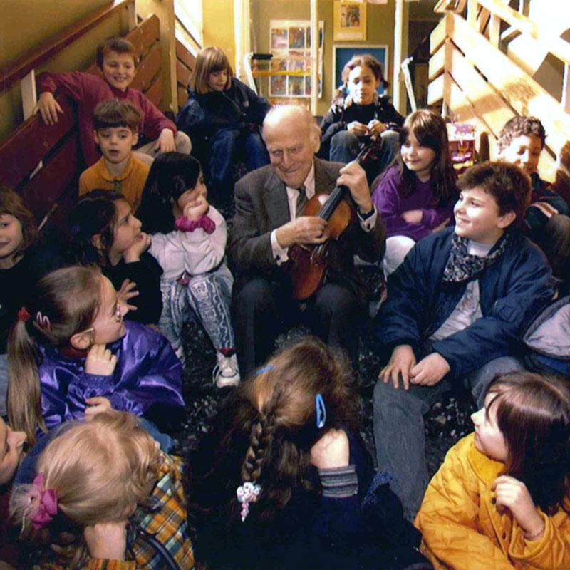 YM_children_stairs_cBildZeitung
